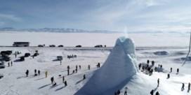 Vrieskou leidt tot metershoge ijskegels in Kazachstan