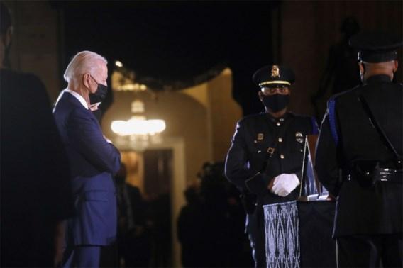 Biden brengt eerbetoon aan agent die omkwam bij bestorming Capitool