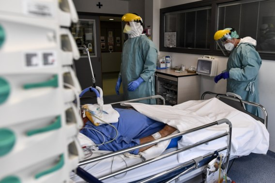 Aantal ziekenhuisopnames blijft licht stijgen, maar besmettingen nemen af