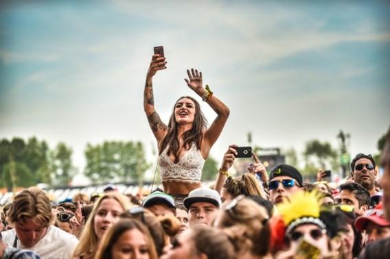 Zomerfestivals geloven erin, virologen iets minder