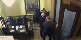 Nieuwe beelden tonen Mike Pence en Mitt Romney op de vlucht voor aanval op Capitool