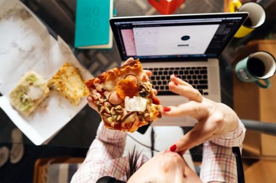 Fransen mogen straks ook achter hun computer eten