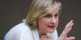 Hilde Crevits: 'Al na drie maanden ziekte een telefoontje van VDAB'