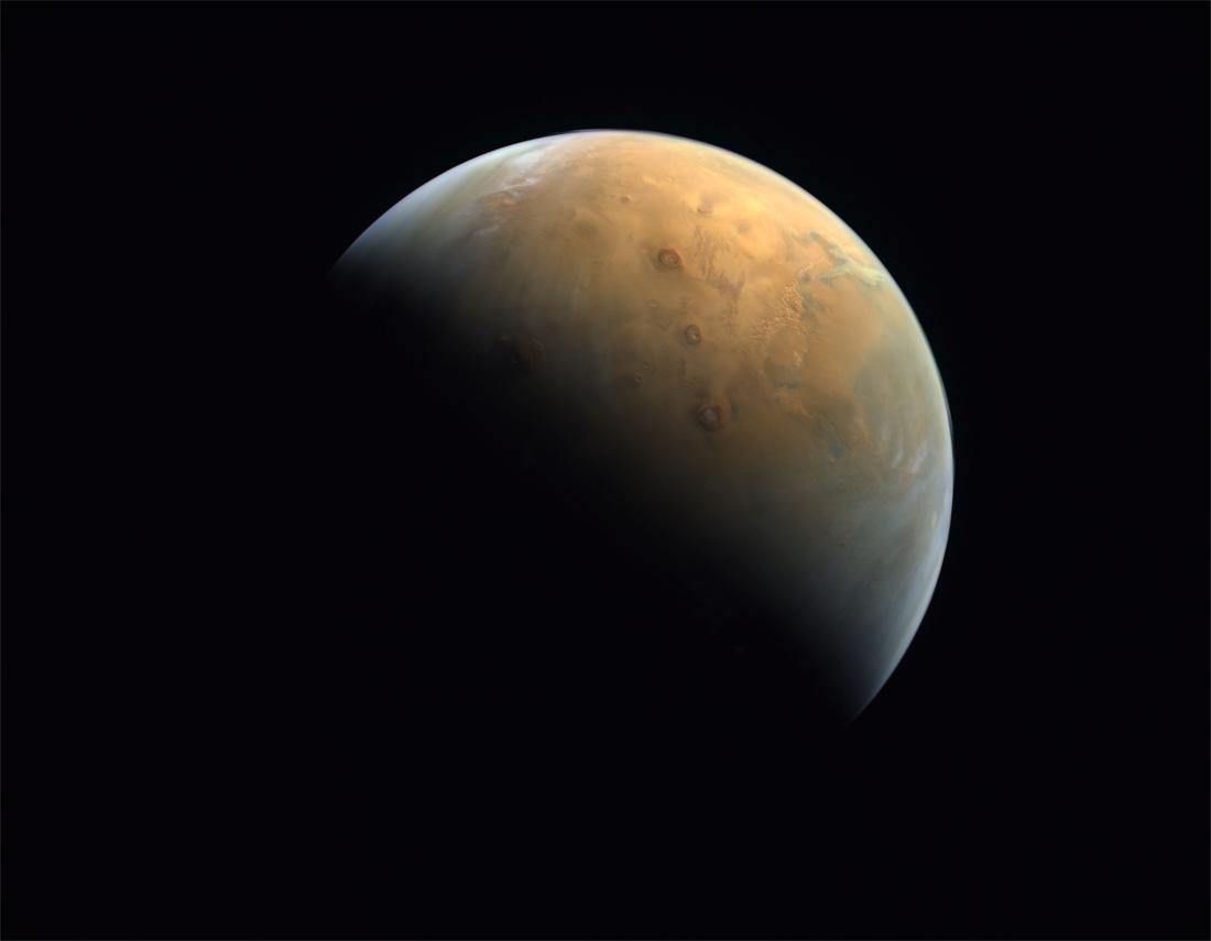 Eerste Arabische Marssonde stuurt eerste foto door - De Standaard