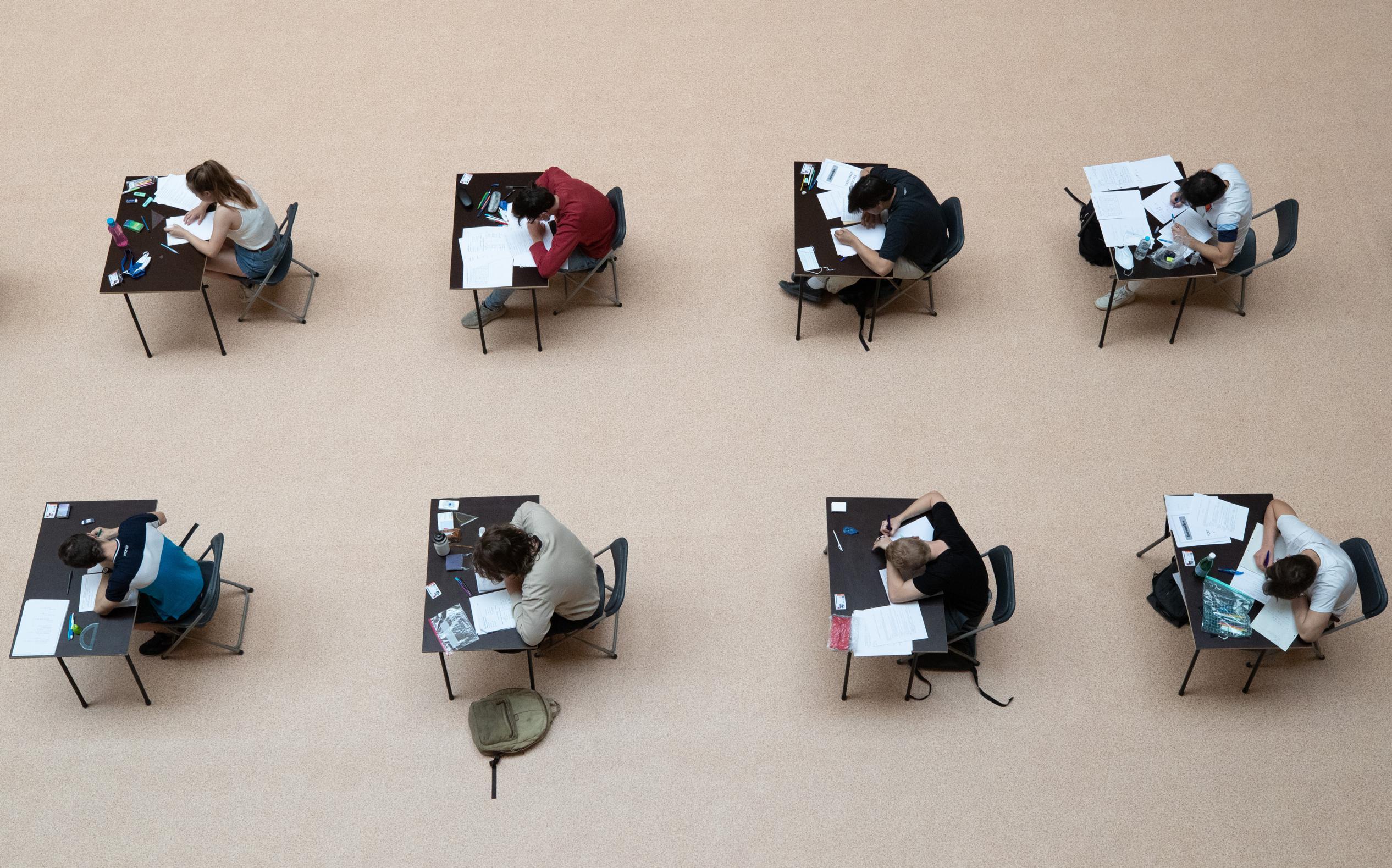 VUB belt haar 16.000 studenten op om te vragen hoe ze het stellen - De Standaard
