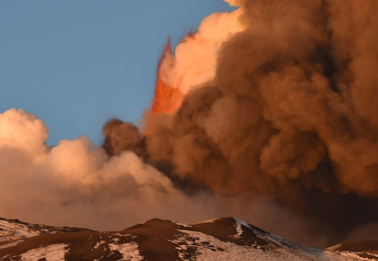 Siciliaans vliegveld dicht door uitbarsting Etna