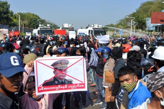 Politie Myanmar schiet rubberkogels af op betogers