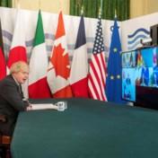 Boris Johnson zegt Angela Merkel dat ze haar microfoon moet muten