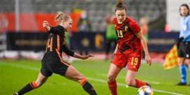 Oranje maakt brandhout van de Red Flames: Belgische voetbalvrouwen met 1-6 vernederd
