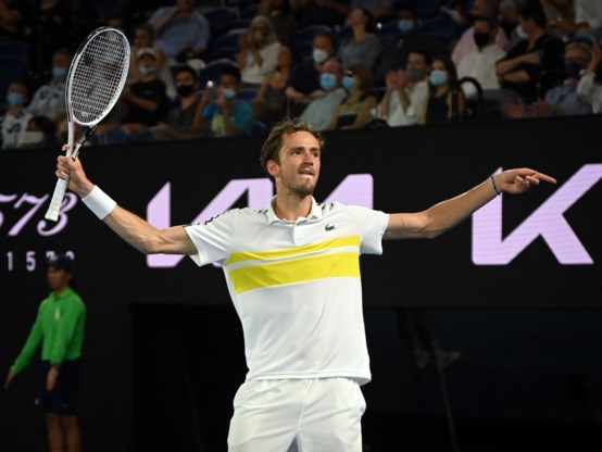Daniil Medvedev speelt finale Australian Open tegen Novak Djokovic