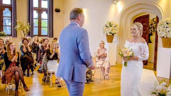 <I>Blind getrouwd</I>: wie fotografeert de trouwende huwelijksfotograaf?