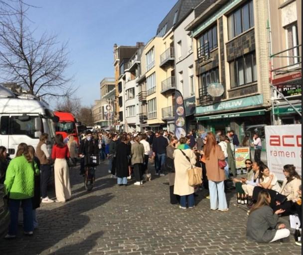 'Gezellig druk' in Antwerpen, maar ook tientallen corona-pv's