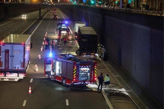 Twee rijstroken versperd op A12 in Boom door brandende vrachtwagen