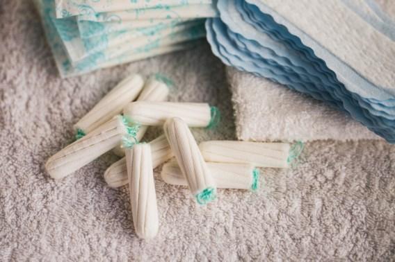 Franse regering gaat gratis tampons en maandverbanden aanbieden op scholen