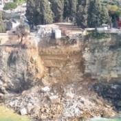 Reddingsdiensten zoeken naar doodskisten in zee na aardverschuiving in Italië