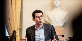 Ecolo-voorzitter Nollet geeft toe: 'Nee, ik hou me niet aan één knuffelcontact'