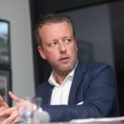 Makelaars schuiven zelf verrassende oplossing naar voor tegen wantoestanden: 'Schaf de transfersommen af'