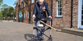 Britse 'coronaheld' Captain Tom Moore (100) geëerd met imposante, militaire uitvaart