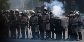 Politie Myanmar zet traangas en rubberkogels in tegen betogers