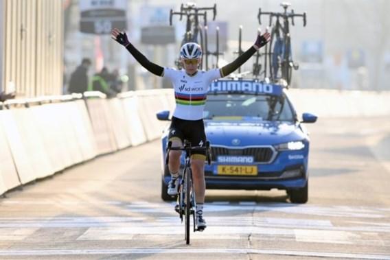 Wereldkampioene Anna van der Breggen onklopbaar in Omloop Het Nieuwsblad