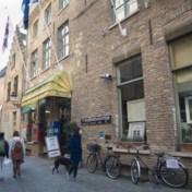 Coronablog | Rellen in Dublin bij protest tegen lockdown - Lockdownfeest in Brugs hotel
