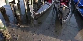 Uitzonderlijk laag tij doet kanalen van Venetië leeglopen