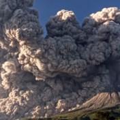 Vulkaanuitbarsting veroorzaakt aswolk van vijf kilometer hoog
