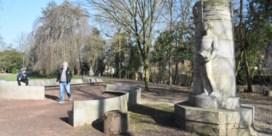 Halle behoudt koloniale standbeelden in stadspark, maar in aangepaste setting