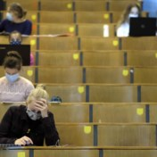 Elke universiteit haar test-en-tracestrategie