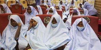 Honderden Nigeriaanse schoolmeisjes weer vrijgelaten na ontvoering