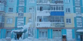 Verlaten woonblok verandert in akelige ijsgrot