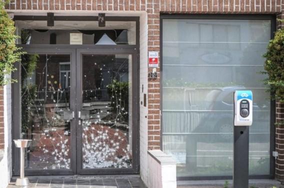 Twee twintigers opgepakt voor granaataanslag op feestzaal in Deurne