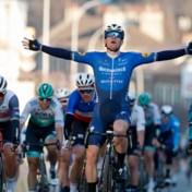 Sam Bennett snelt in massasprint naar de zege in eerste etappe Parijs-Nice