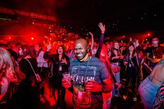 1.300 dance-fans gaan los in Amsterdam, mét toestemming van de overheid
