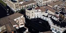 Siciliaanse dorpen bedekt onder zwart vulkanisch astapijt