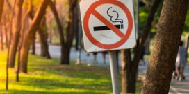 Mag je straks niet meer roken bij sportterreinen en speeltuinen? 'Gigantisch draagvlak bij bevolking'