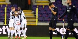 Tienkoppig Genk schakelt onmachtig Anderlecht uit en mag het tegen Standard opnemen in finale Croky Cup