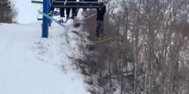 Twaalfjarige snowboarder bengelt minutenlang aan skilift
