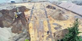 Archeologen leggen Romeinse weg bloot in Adegem