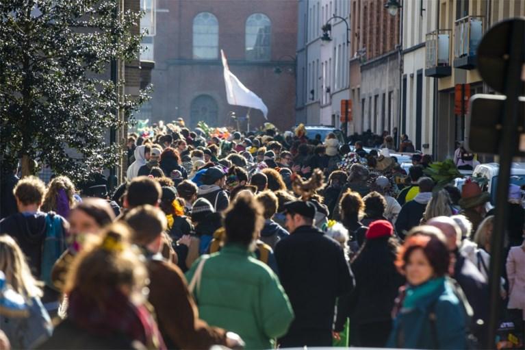Tiental personen opgepakt bij onaangekondigde stoet 'Carnaval Sauvage'