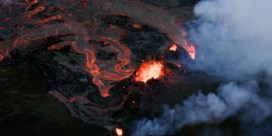 Spectaculaire luchtbeelden tonen lavastroom IJslandse vulkaan