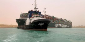 Containerschip dat Suezkanaal blokkeert, dan toch nog niet los