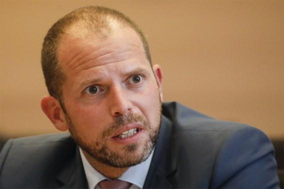 Minister van Defensie wil sanctie voor Francken na tweet
