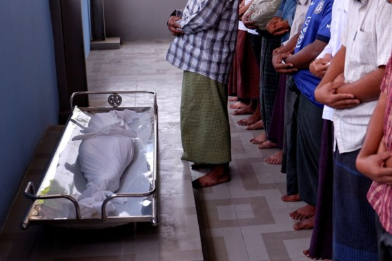 Myanmarezen houden 'stille staking' en rouwen om dood 7-jarig meisje