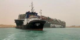 Waarom file op Suezkanaal grote gevolgen heeft
