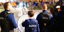 Gentse jongeren bekogelen politie met glas op Sint-Pietersplein
