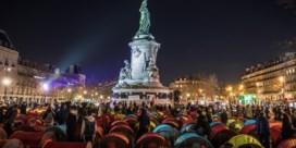 Honderden migranten zetten tentenkamp op in hartje Parijs