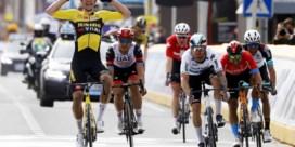 Indrukwekkende Van Aert wint Gent-Wevelgem na lange vlucht