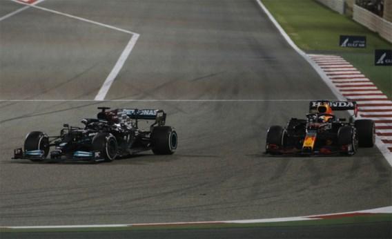 Hamilton wint GP Bahrein na spannend duel met Verstappen