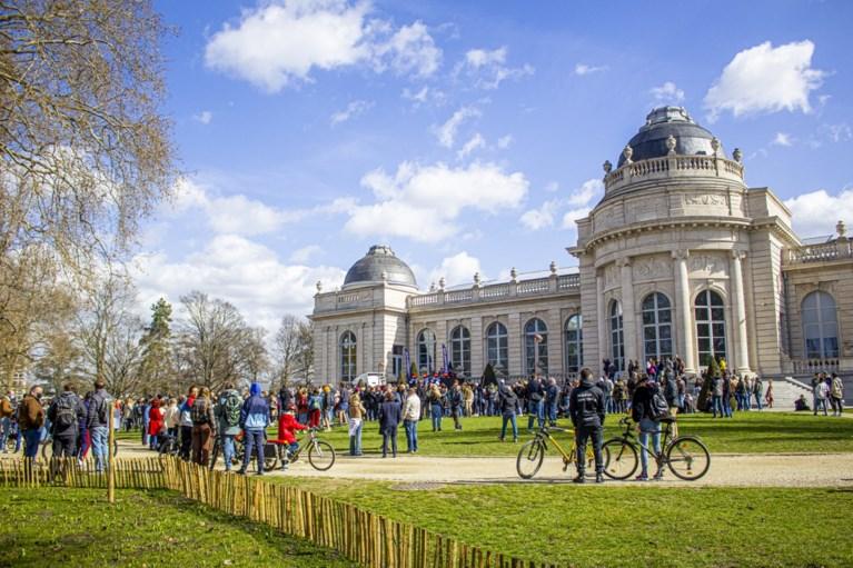 Enkele honderden betogen in Luik tegen coronamaatregelen